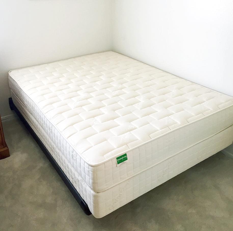 palmpring foundation vs conventional box spring palmpring usa blog. Black Bedroom Furniture Sets. Home Design Ideas